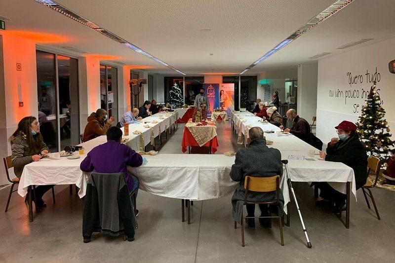 Ceia de Natal Social combate solidão na noite da Consoada