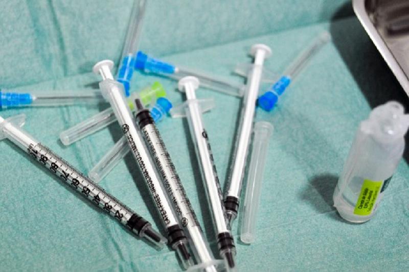 Mais de 7,5 mil profissionais de saúde vacinados em dois dias