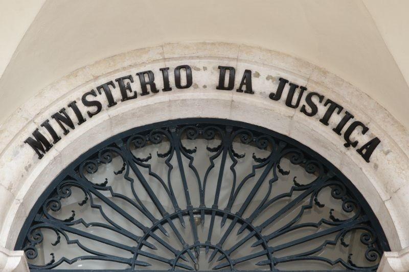 Ministério da Justiça averigua circunstâncias que levaram a lapsos no currículo de José Guerra