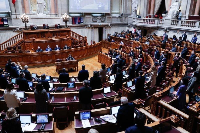 Parlamento autoriza renovação do estado de emergência até 15 de janeiro