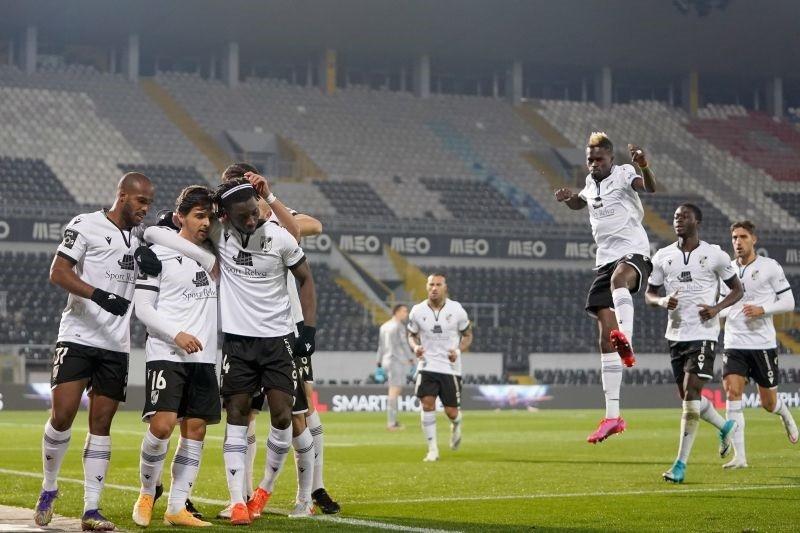 Guimarães tenta recuperar terreno para quatro posto no dérbi ante Moreirense
