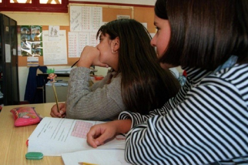Diretores aceitam aulas em casa para mais velhos e pedem vacinação de profissionais