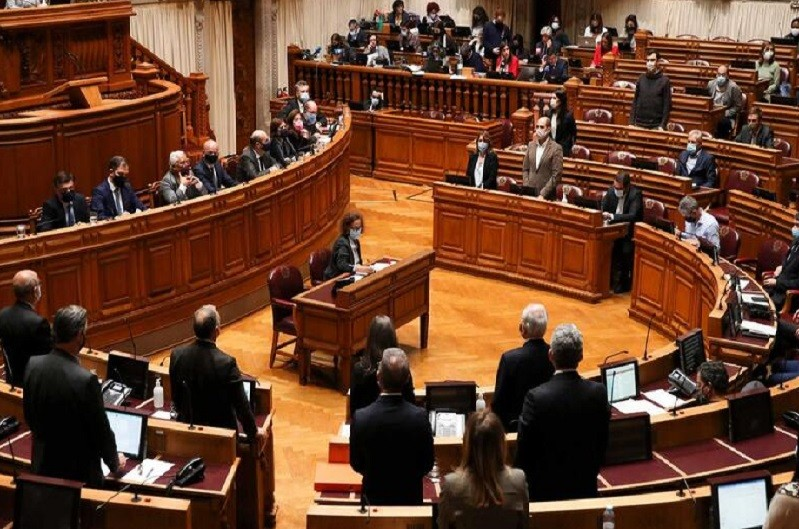 Parlamento autoriza renovação do estado de emergência com maioria alargada