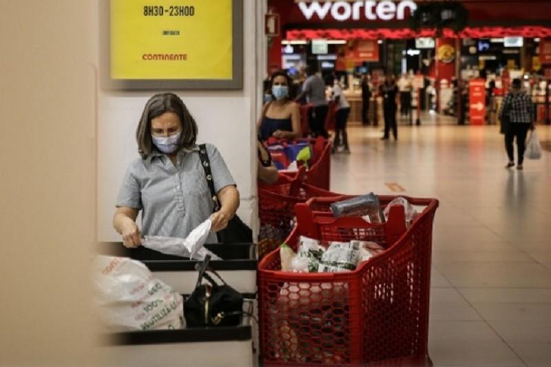 Supermercados sem restrições de horários e Costa pede que não haja 'corridas'