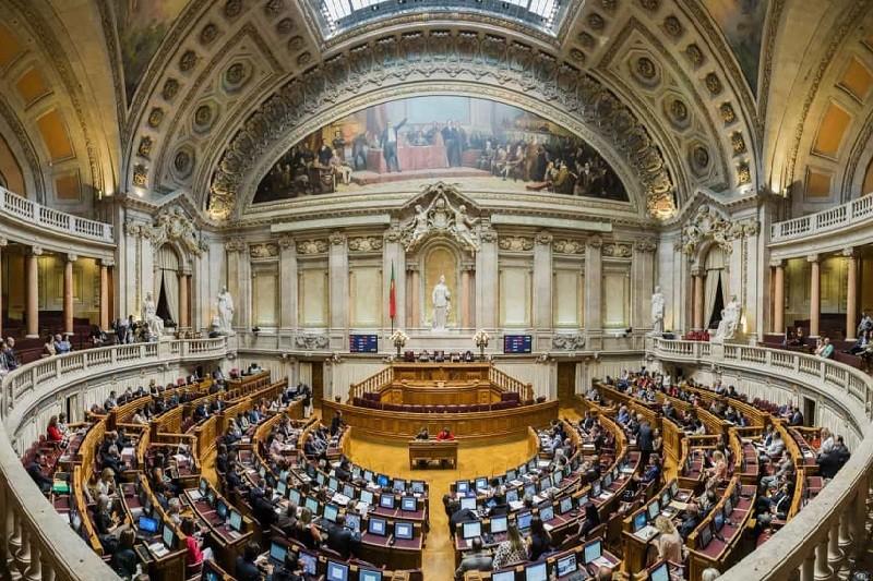 Assembleia da República 'chumba' alterações à Prestação Social de Inclusão