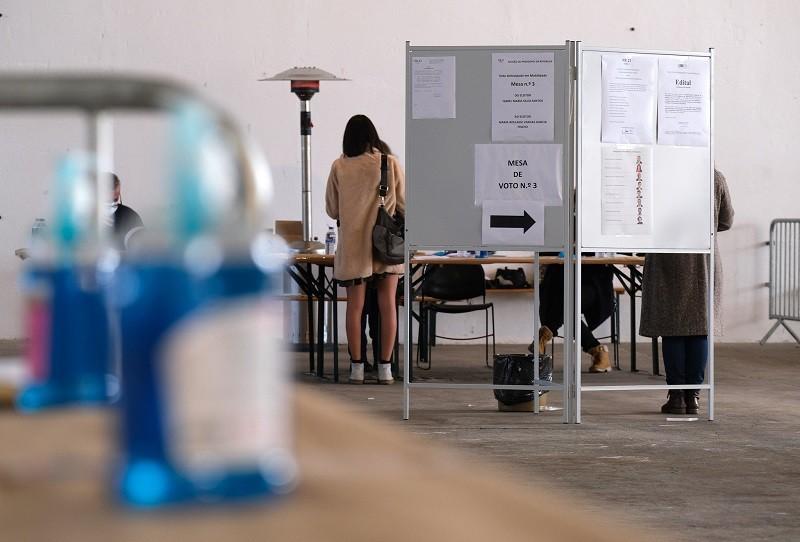 Longas filas surpreenderam eleitores que optaram pelo voto antecipado
