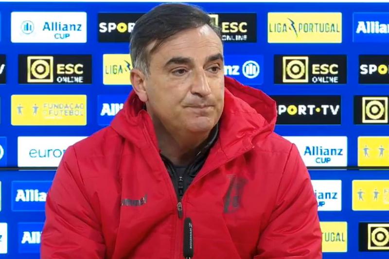 Carlos Carvalhal diz que 'será ruinoso para o futebol' se as competições pararem
