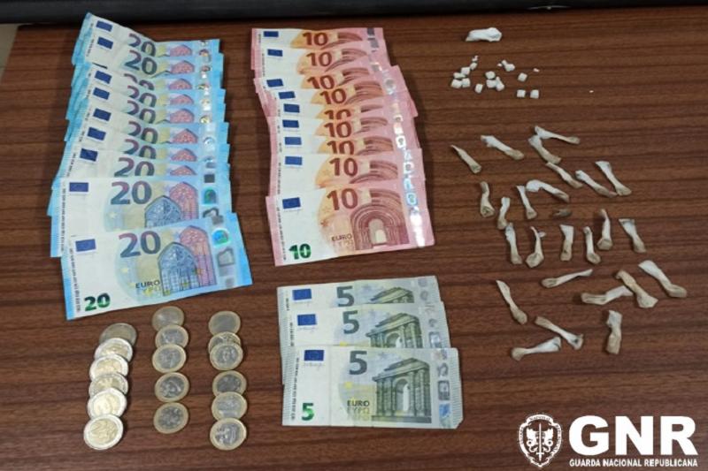 GNR deteve suspeito de tráfico de droga nas Caldas das Taipas, Guimarães