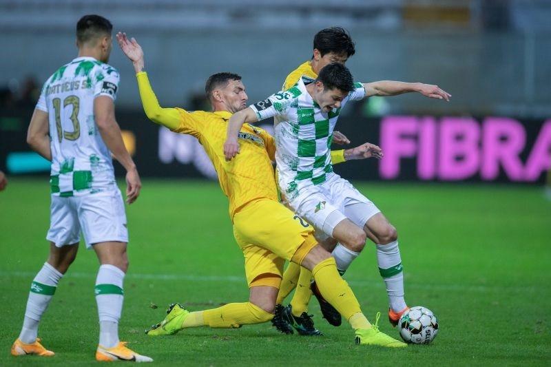 Moreirense e Portimonense empatam a dois golos em Moreira de Cónegos
