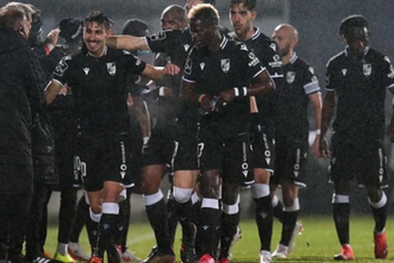 Vitória de Guimarães aproxima-se da Europa com triunfo em Famalicão