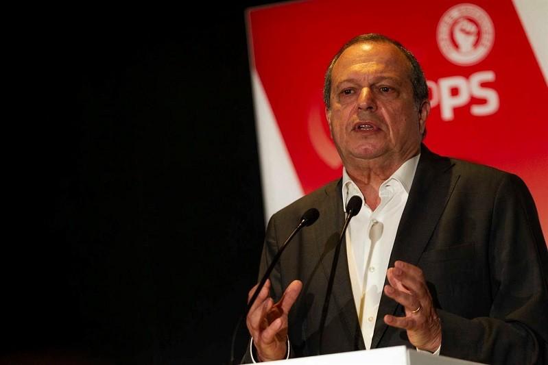 Graças aos eleitores socialistas, a democracia venceu na 1.ª volta  Carlos César
