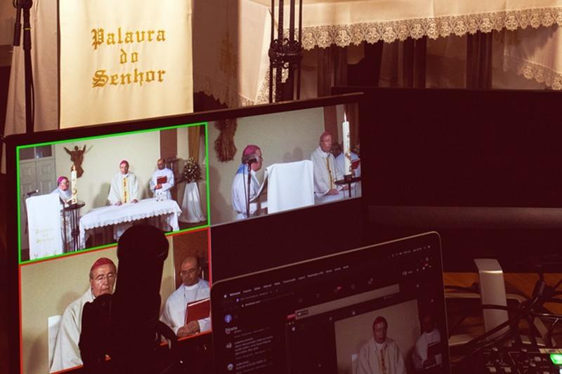 Arquidiocese transmite missas nas redes sociais