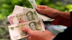 Moeda chinesa cai para nível mais baixo desde 2008 face ao dólar