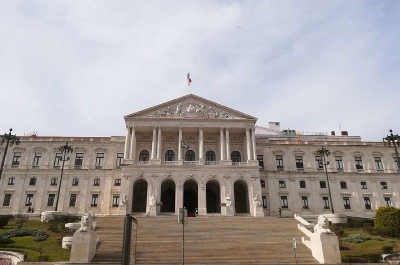 Apoios aos pais na agenda do Governo e do parlamento