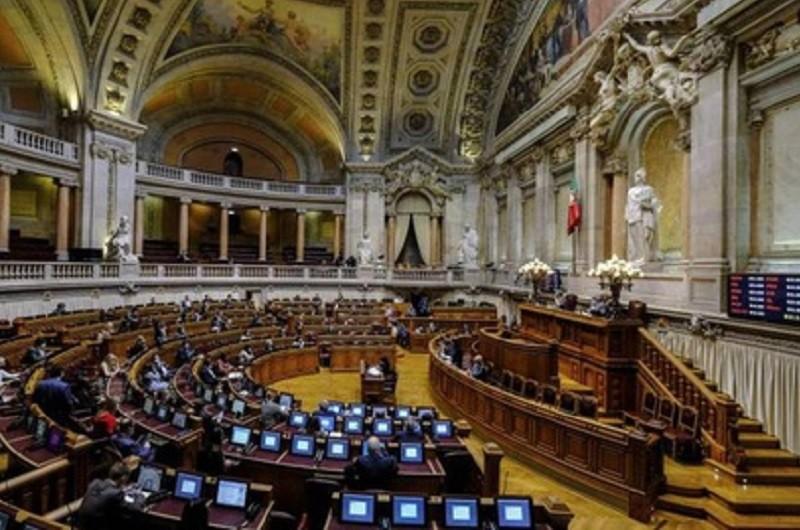 Parlamento português presta homenagem a vítimas do Holocausto