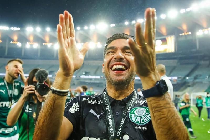 Carvalhal frisa 'orgulho' pela conquista de Abel Ferreira