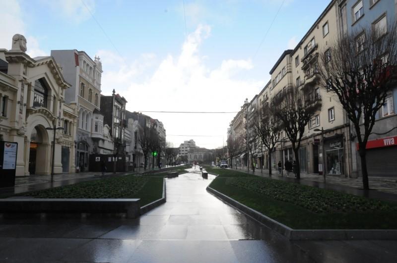 Ruas do centro da cidade desertas