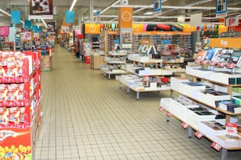 Supermercados podem voltar a vender livros e materiais escolares