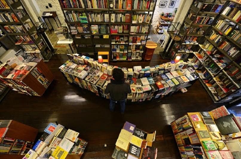 Associação pede que autorização para venda de livros passe por reabertura de livrarias