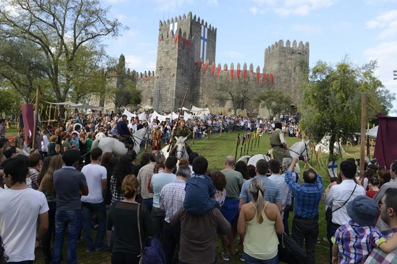 Feira Afonsina atrai milhares de visitantes à encosta do Castelo de Guimarães