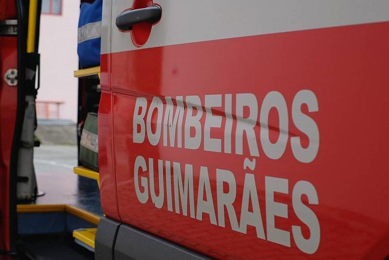 Bombeiros de Guimarães pedem 80 mil euros para nova ambulância