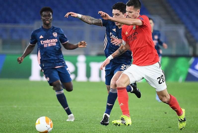 Benfica empata com Arsenal em 'casa' emprestada