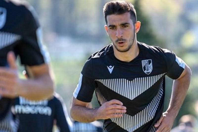 Defesa Hélder Sá estreia-se nos convocados do Vitória de Guimarães