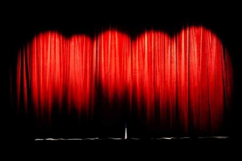 Dia Mundial do Teatro de portas fechadas entre ensaios para estreias e sessões 'online