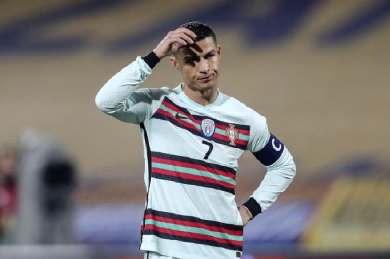 Portugal desperdiça dois golos de vantagem e empata na Sérvia