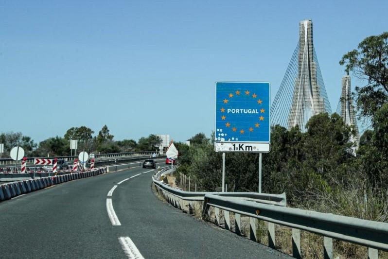 Espanha mantém fronteira com Portugal fechada até pelo menos 16 de abril