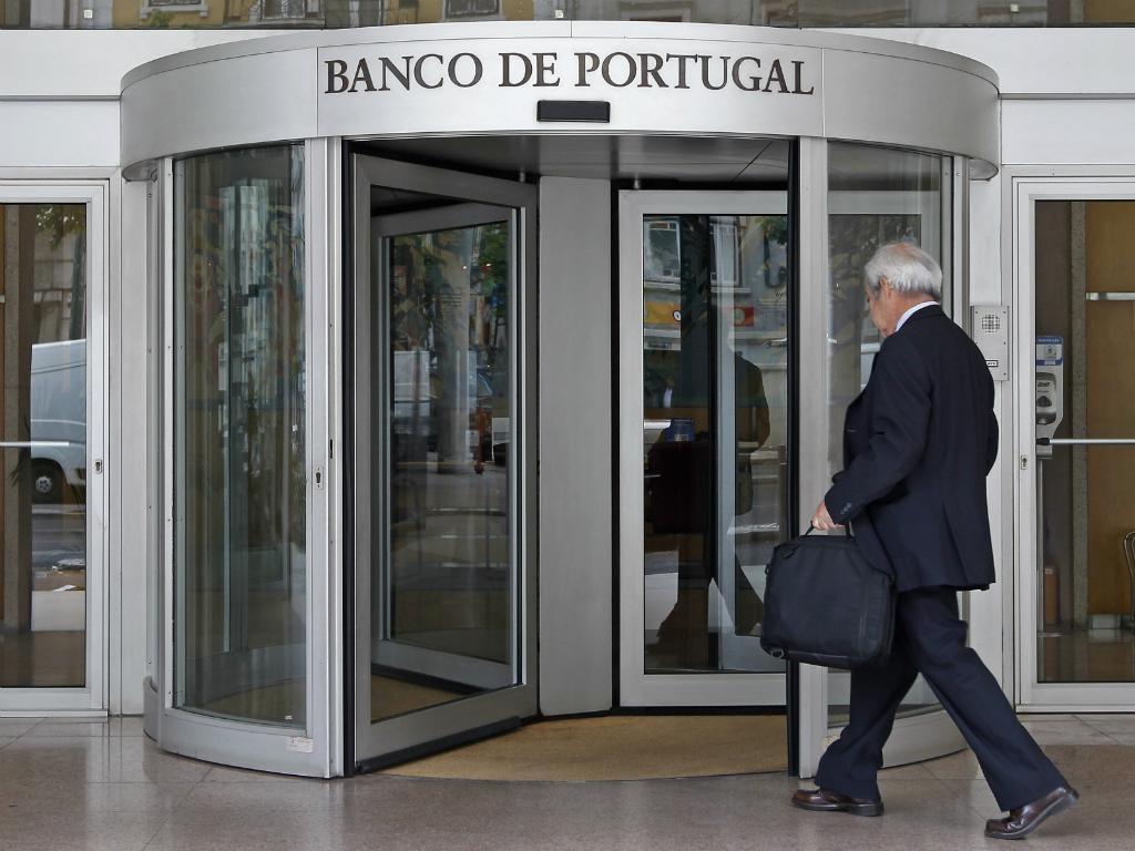 Dívida pública recua em julho face a junho para 251 mil ME