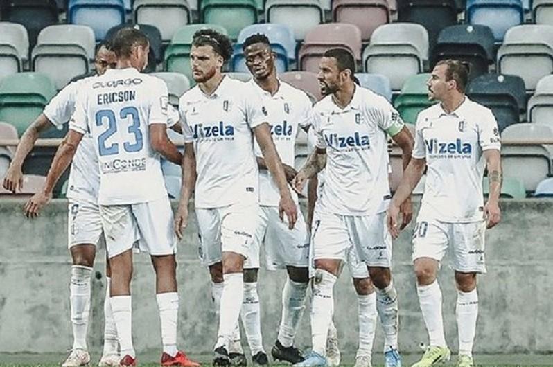 Vizela segura segundo lugar da II Liga com 'bis' de Kiko Bondoso ao Académico