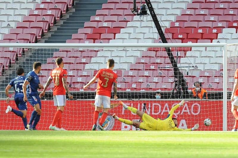 Benfica perde em casa com o Gil Vicente e fica mais longe do líder Sporting