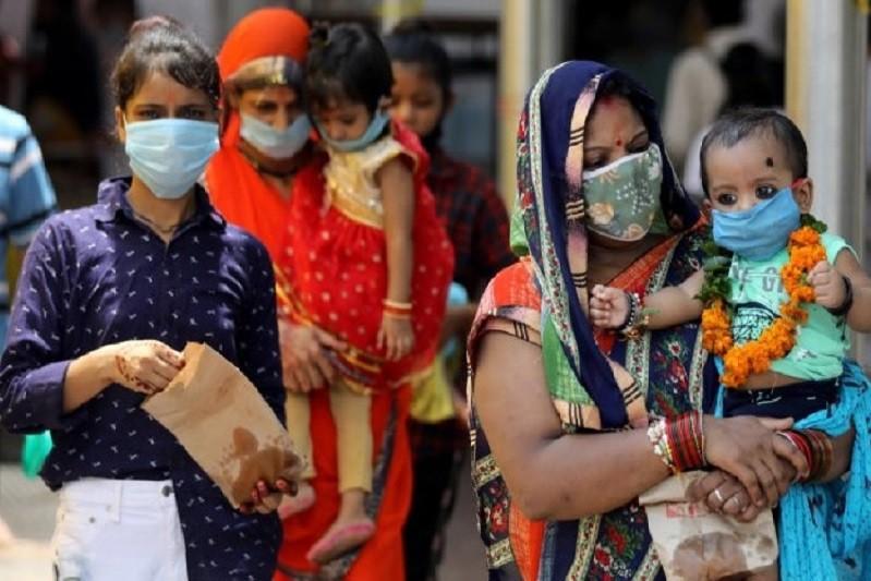 Índia teme colapso no sistema de saúde com recorde de novos casos e mortes de covid-19