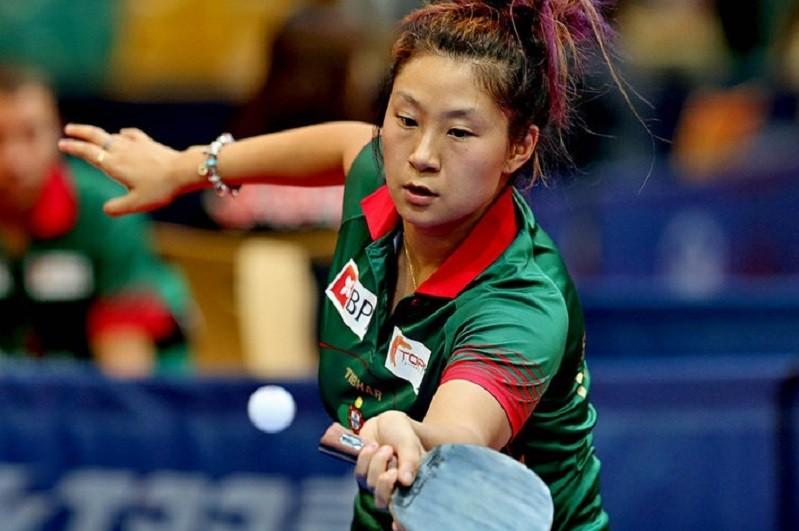 Jieni Shao nos quartos de final da qualificação olímpica de ténis de mesa