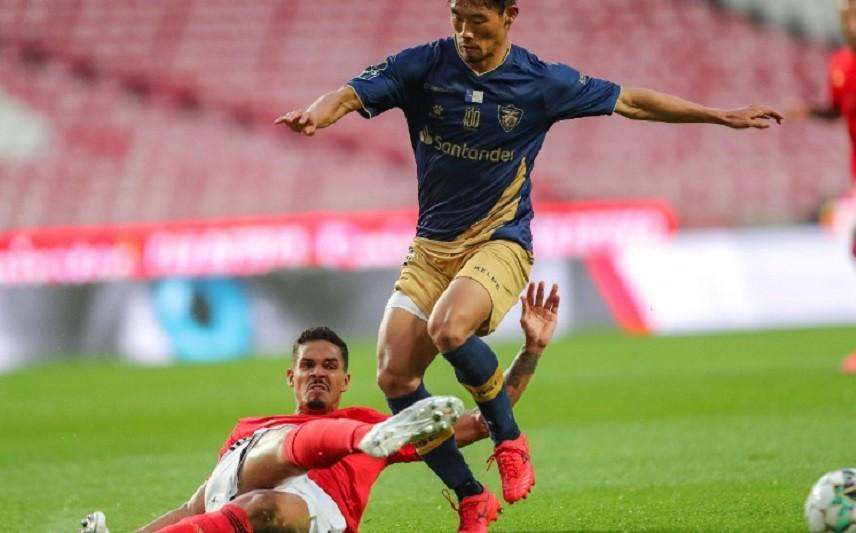 Benfica bate Santa Clara e pressiona FC Porto