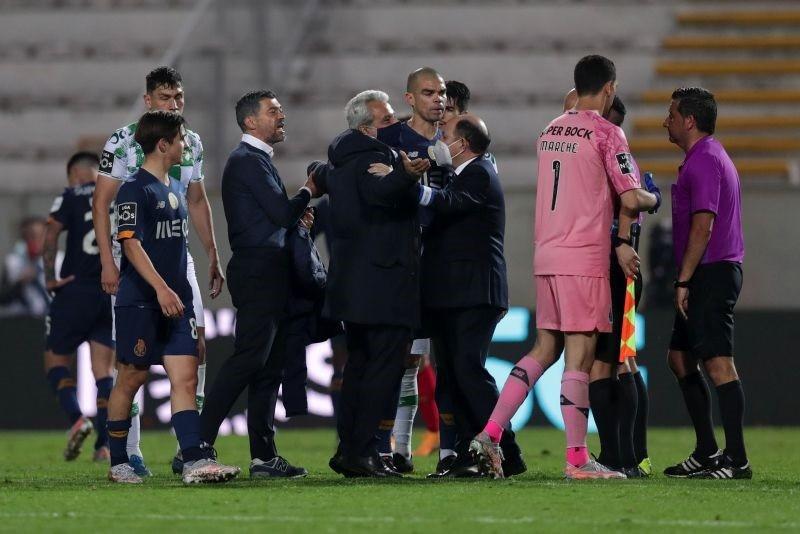 Agentes de Futebol condenam