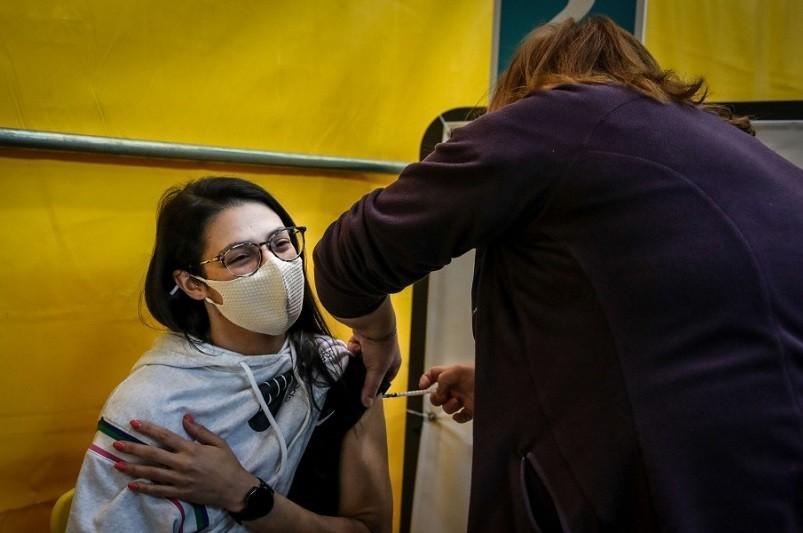 Vacinação de 45 mil pessoas inclui professores, não docentes e profissionais de respostas sociais