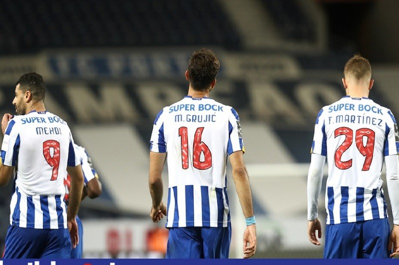 FC Porto vence Famalicão e mantém pressão no Sporting