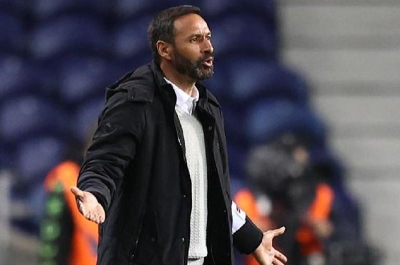Bino Maçães deixa comando técnico do Vitória de Guimarães
