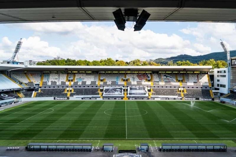 Vitória de Guimarães critica momento do regresso do público aos estádios