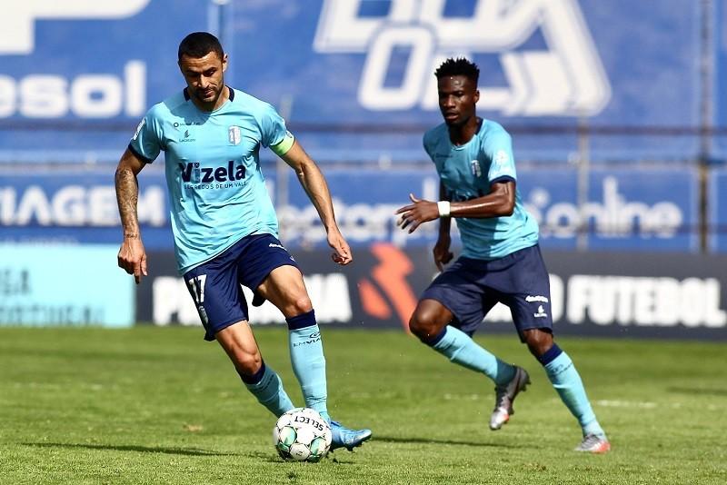 Vizela e Arouca encerram disputa pela subida à I Liga com Académica à espreita