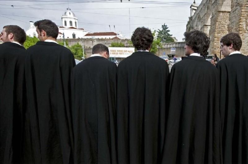 Apenas 30% dos estudantes concluem licenciatura nos três anos previstos - OCDE