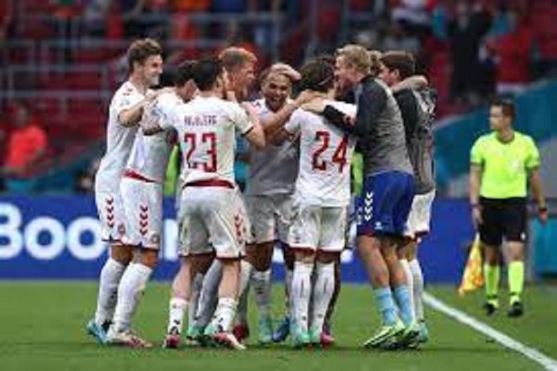 Dinamarca nos 'quartos' ao golear País de Gales