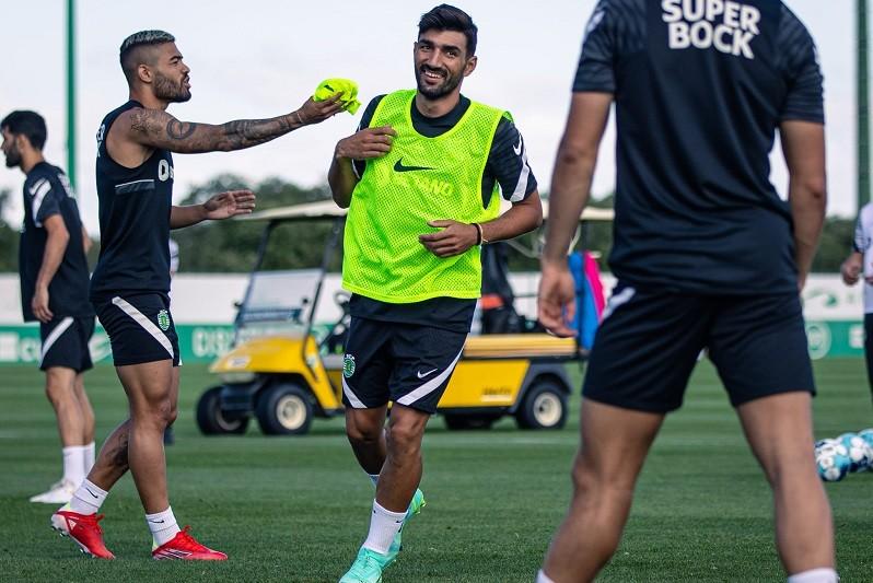 Ricardo Esgaio integra treino do Sporting