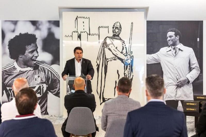 Vitória de Guimarães inicia série de homenagens ao antigo guarda-redes Neno
