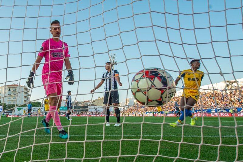 FC Porto vence em Portimão e iguala Benfica no segundo lugar da I Liga