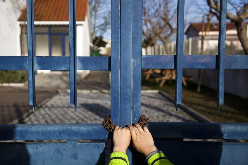 Ano Letivo: Pais fecham jardim-de-infância a cadeado em Barcelos contra falta de recreio