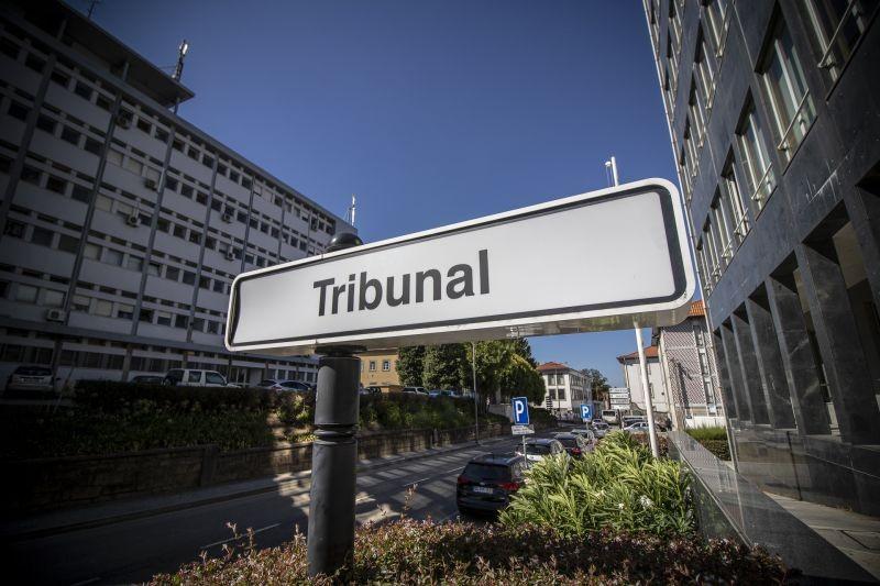 Homem que tentou matar mulher num bar em Famalicão começa a ser julgado