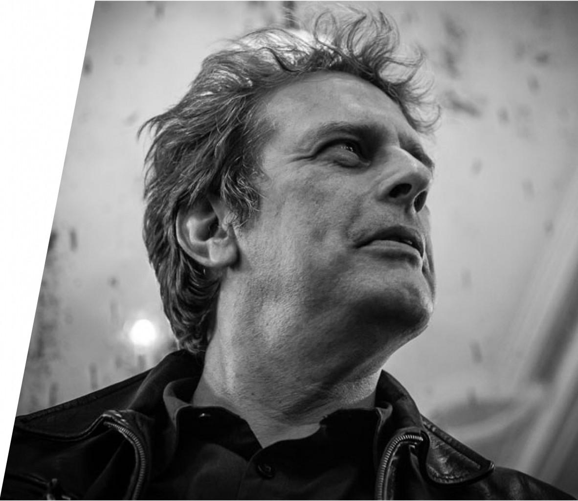Adolfo Luxúria Canibal reúne 40 anos de poesia em antologia